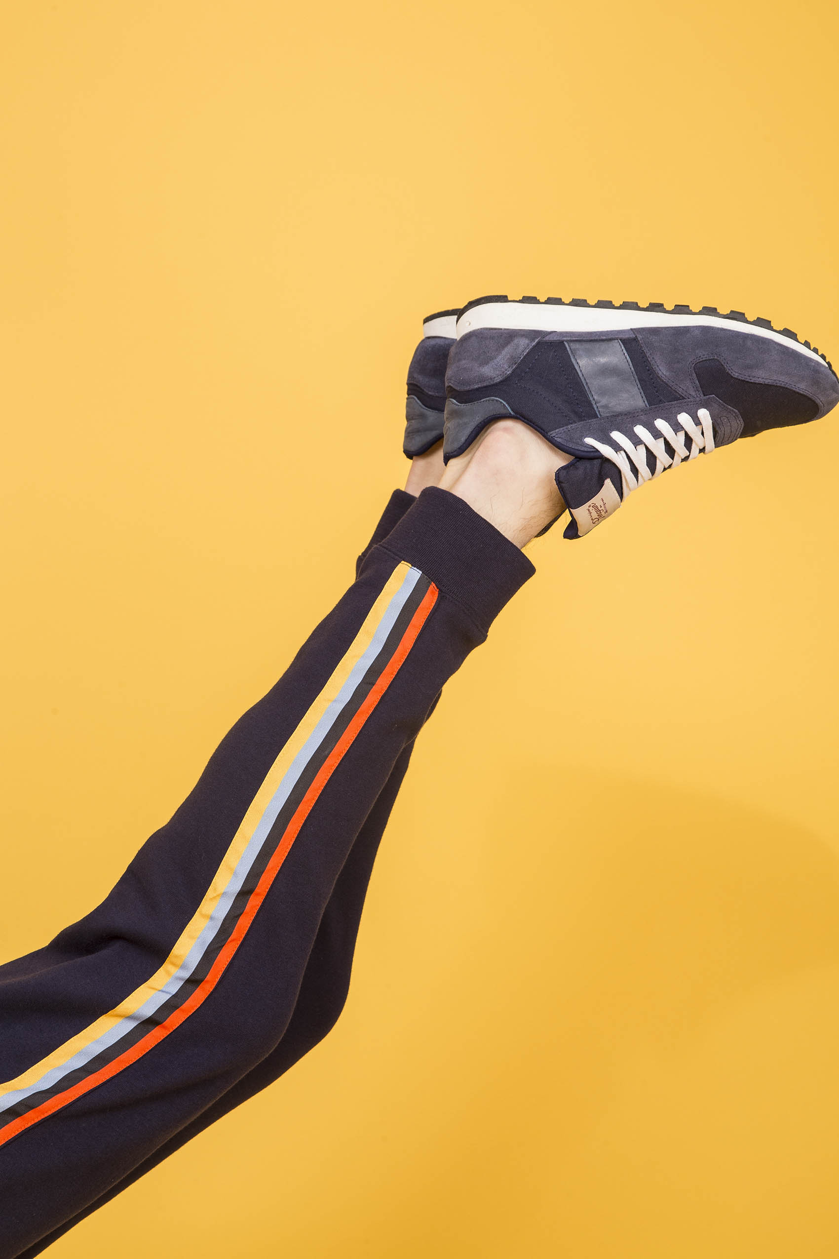 penguin_side-tape-fleece-track-pant_35-25-2020__picture-17112