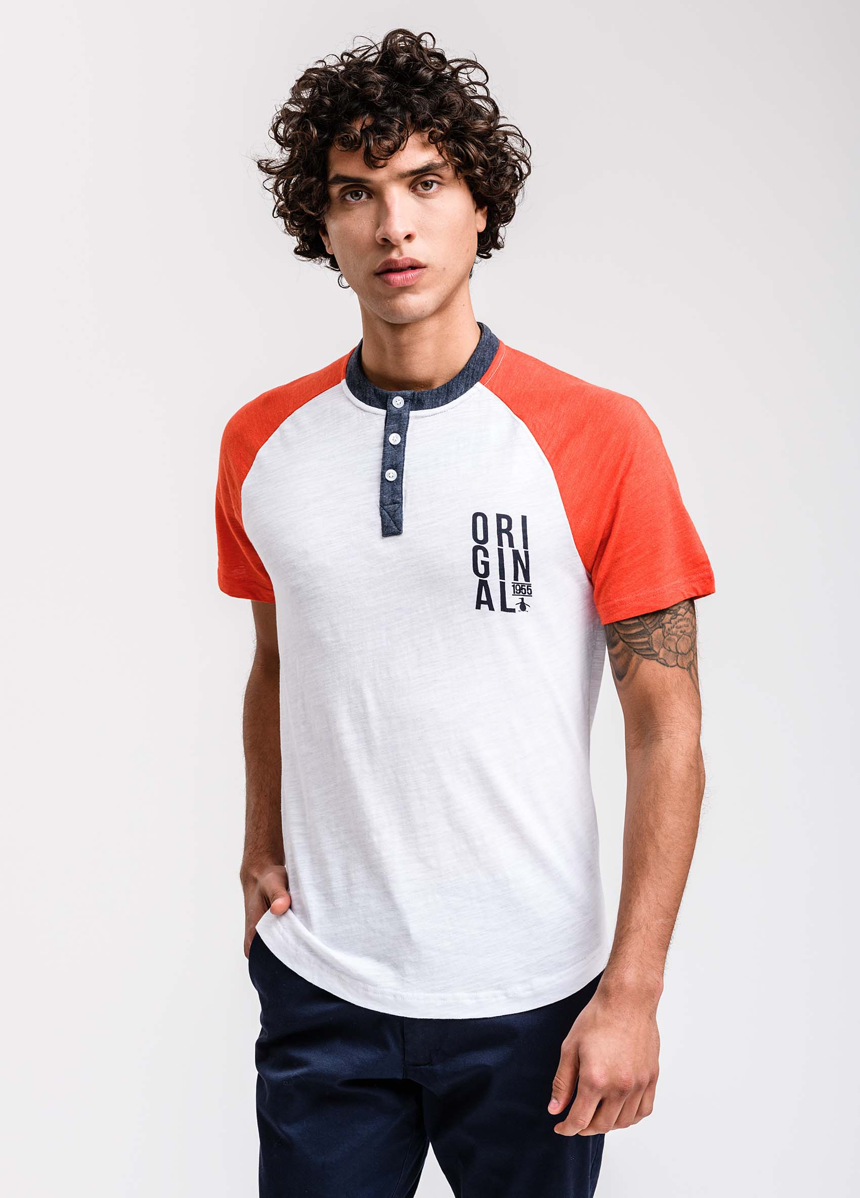penguin_remera-ss-color-block-w/graphic-henley_00-15-2019__picture-1858